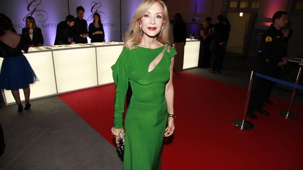 Carmen Lomana se decantó por este modelo en verde de Juanjo Oliva