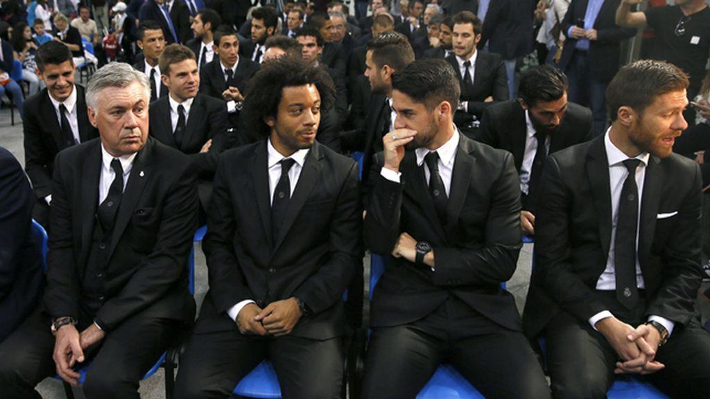 Carlo Ancelotti y sus jugadores, en el Ayuntamiento de Madrid