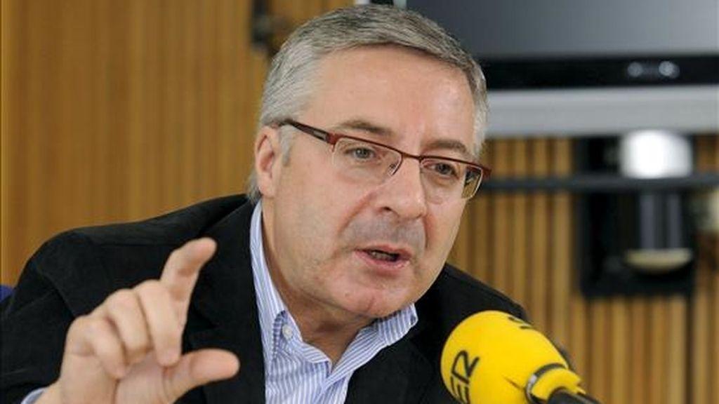 El ministro de Fomento, José Blanco, durante la entrevista que concedió hoy a la Cadena Ser. EFE