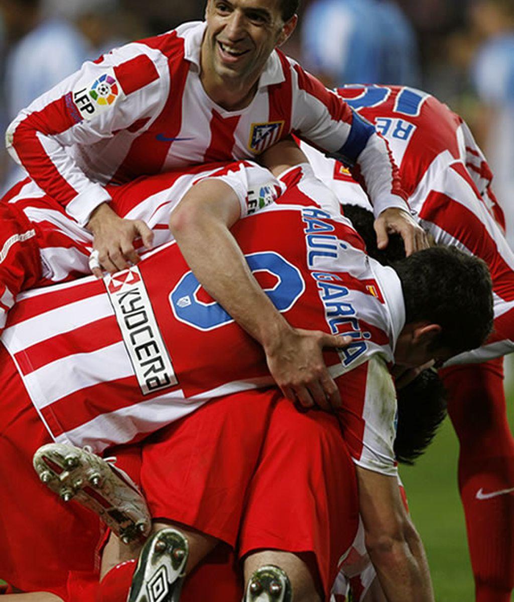Los colchoneros celebran el gol de Domínguez que coloca el 0-2 en el marcador