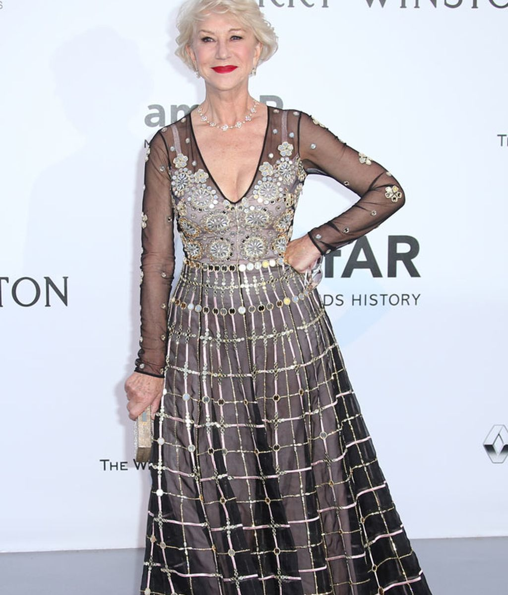 Helen Mirren, de negro con apliques de brillo