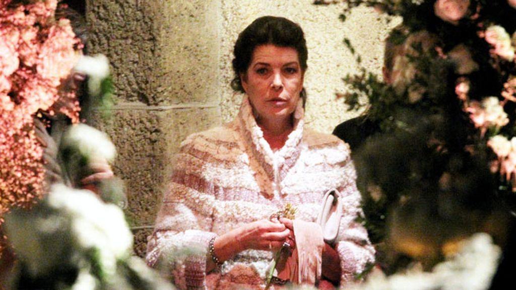 La princesa Carolina de Mónaco a la entrada de la iglesia