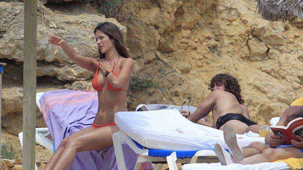 Puyol y Malena, relajados en Ibiza