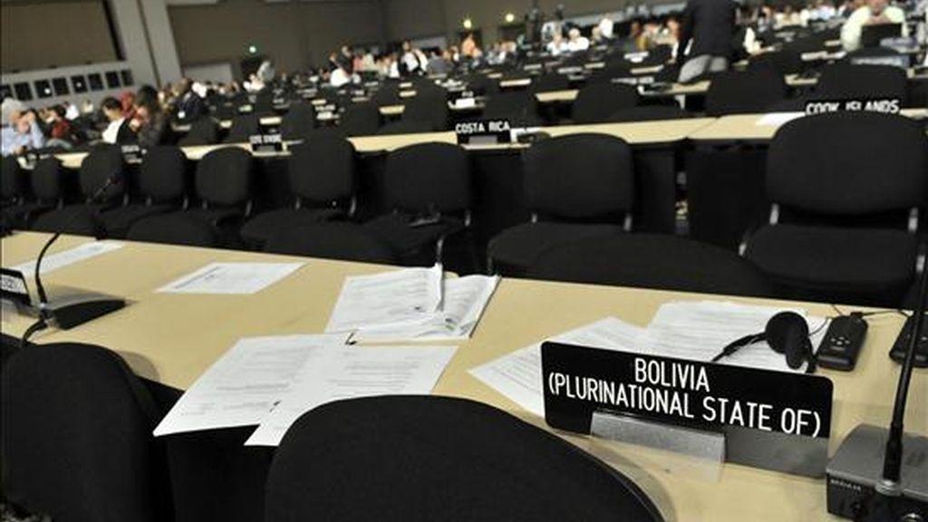 Detalle del puesto de la delegación de Bolivia en la sala de plenos este viernes, en la XVI Conferencia de las Partes de la ONU sobre Cambio Climático que se celebra en Cancún (México). EFE