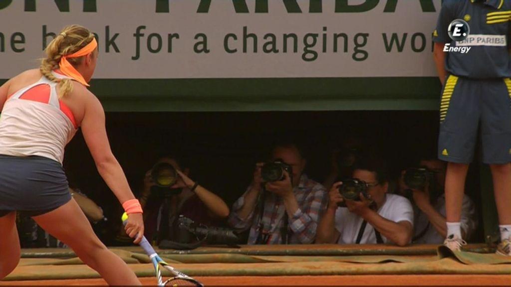 Azarenka no llega a una bola de Sharapova