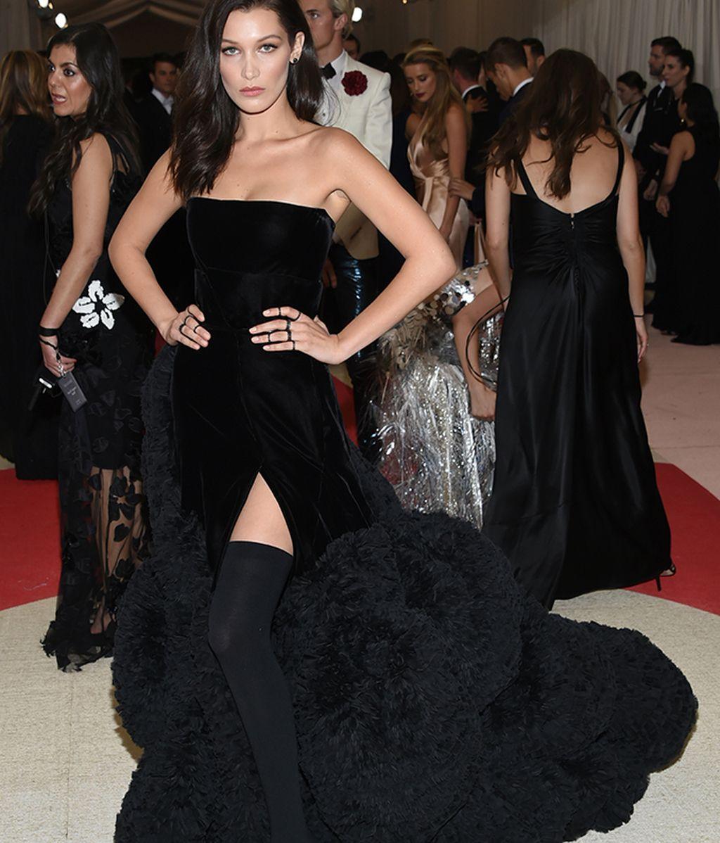 Bella Hadid con vestido de Givenchy
