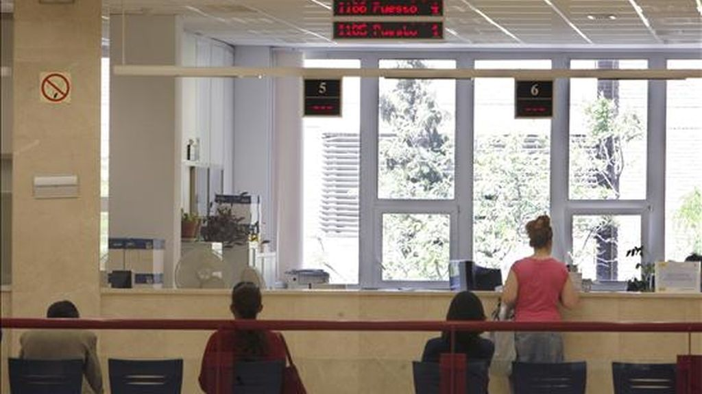 Interior de una administración de la Agencia Tributaria en Madrid. EFE/Archivo