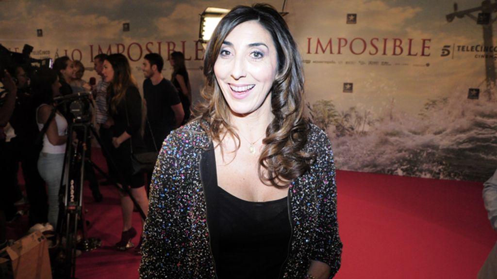 Paz Padilla no dejó de bromear con los periodistas a su paso por la alfombra roja