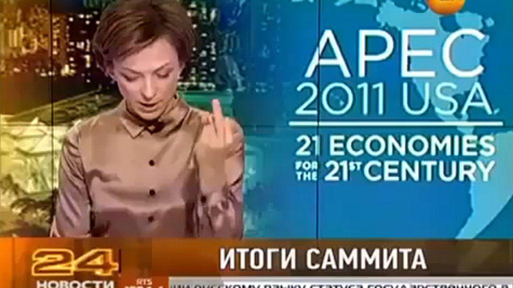 Despiden a una periodista rusa por dedicar en directo una peineta a Barack Obama