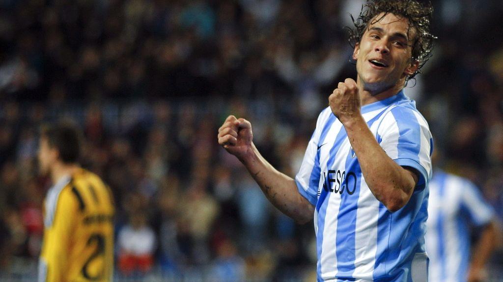 El delantero uruguayo del Málaga Seba Fernández celebra su gol, primero de su equipo