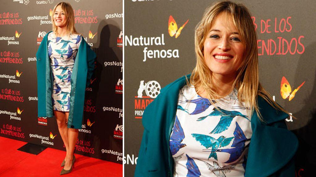 Marta Larralde con mini vestido de estampado de pájaros