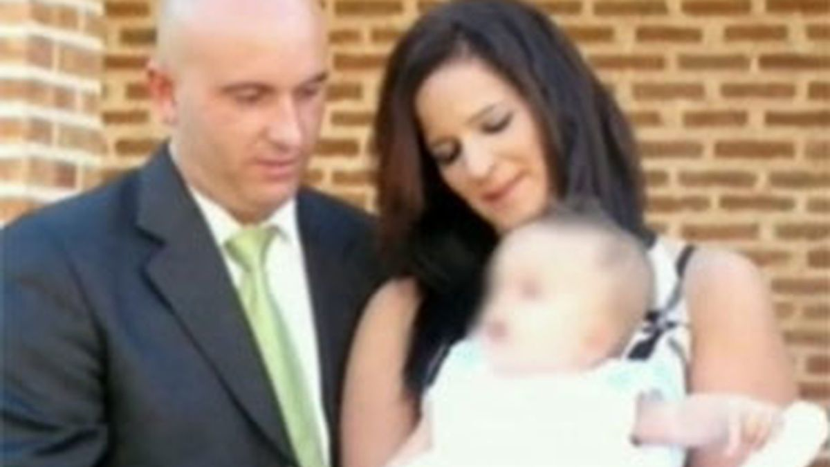 María Piedad con su ex pareja y el hijo de ambos. Foto: Informativos Telecinco