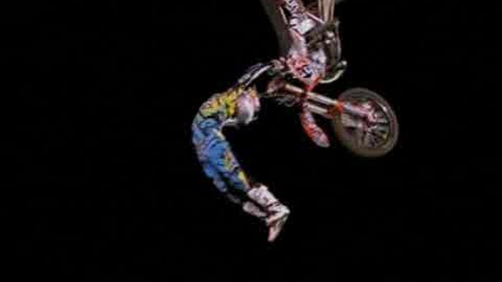 Espectaculares saltos de motocross en Londres