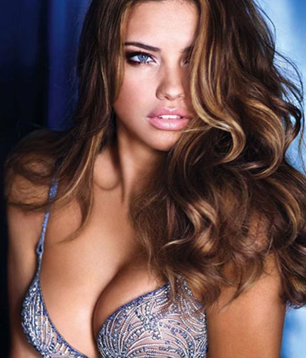 La modelo Adriana Lima, la tercera más sexy