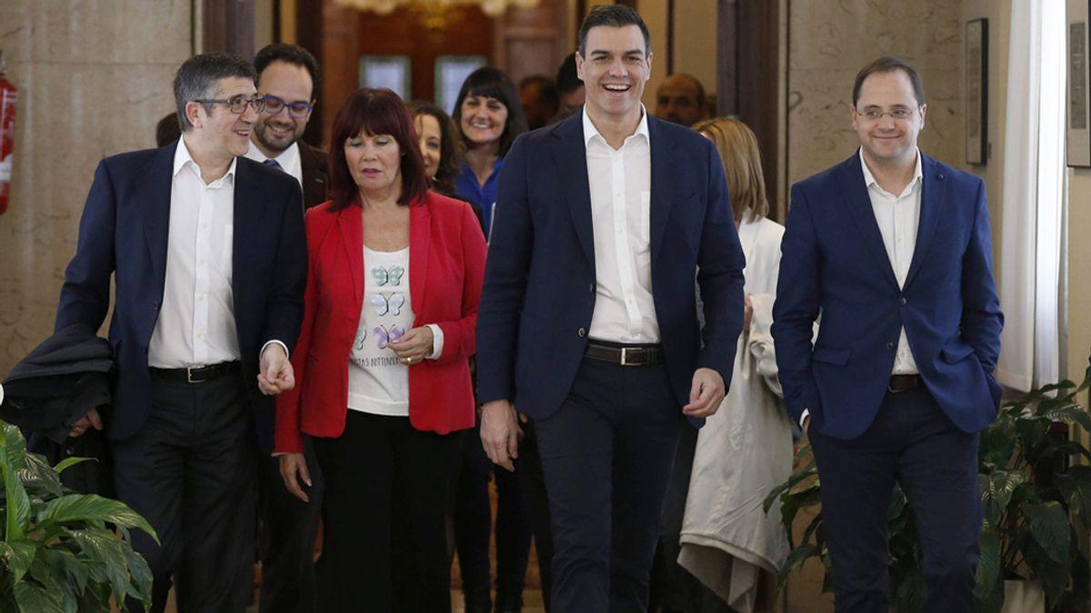 Pedro Sánchez se reúne con los diputados socialistas
