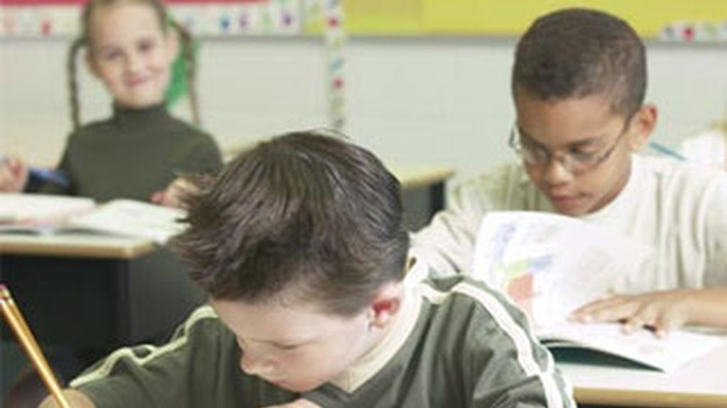 Imagen de niños en un colegio de Reino Unido. Foto: www.reflejosocial.com