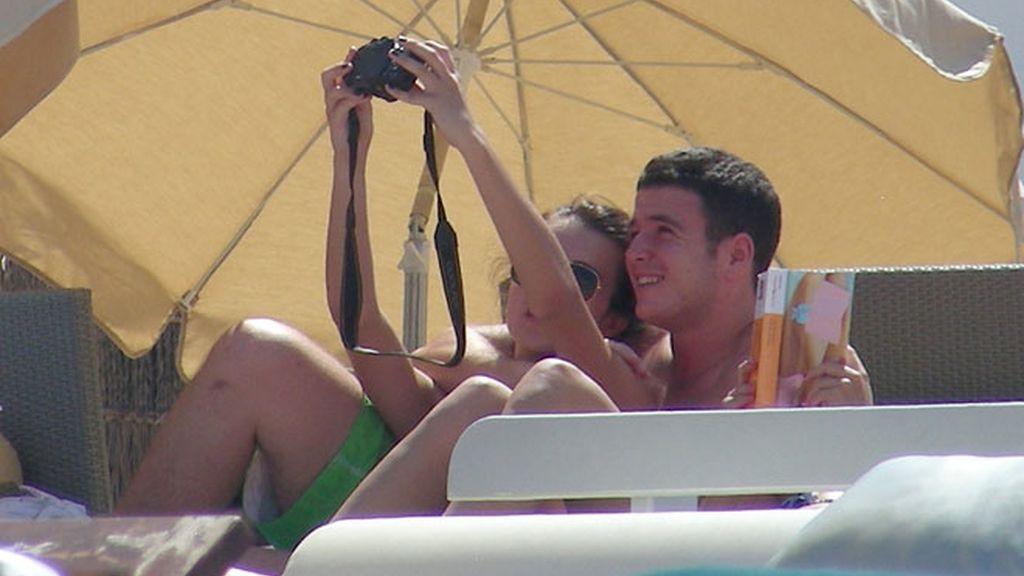 Álex Lequio y Andrea Guasch, en plan tortolitos durante su primer verano juntos