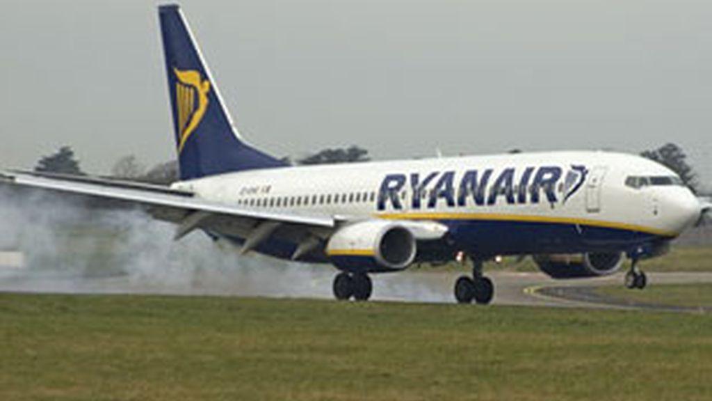 Ryanair no debe cobrar a sus clientes por imprimirles la tarjeta de embarque.