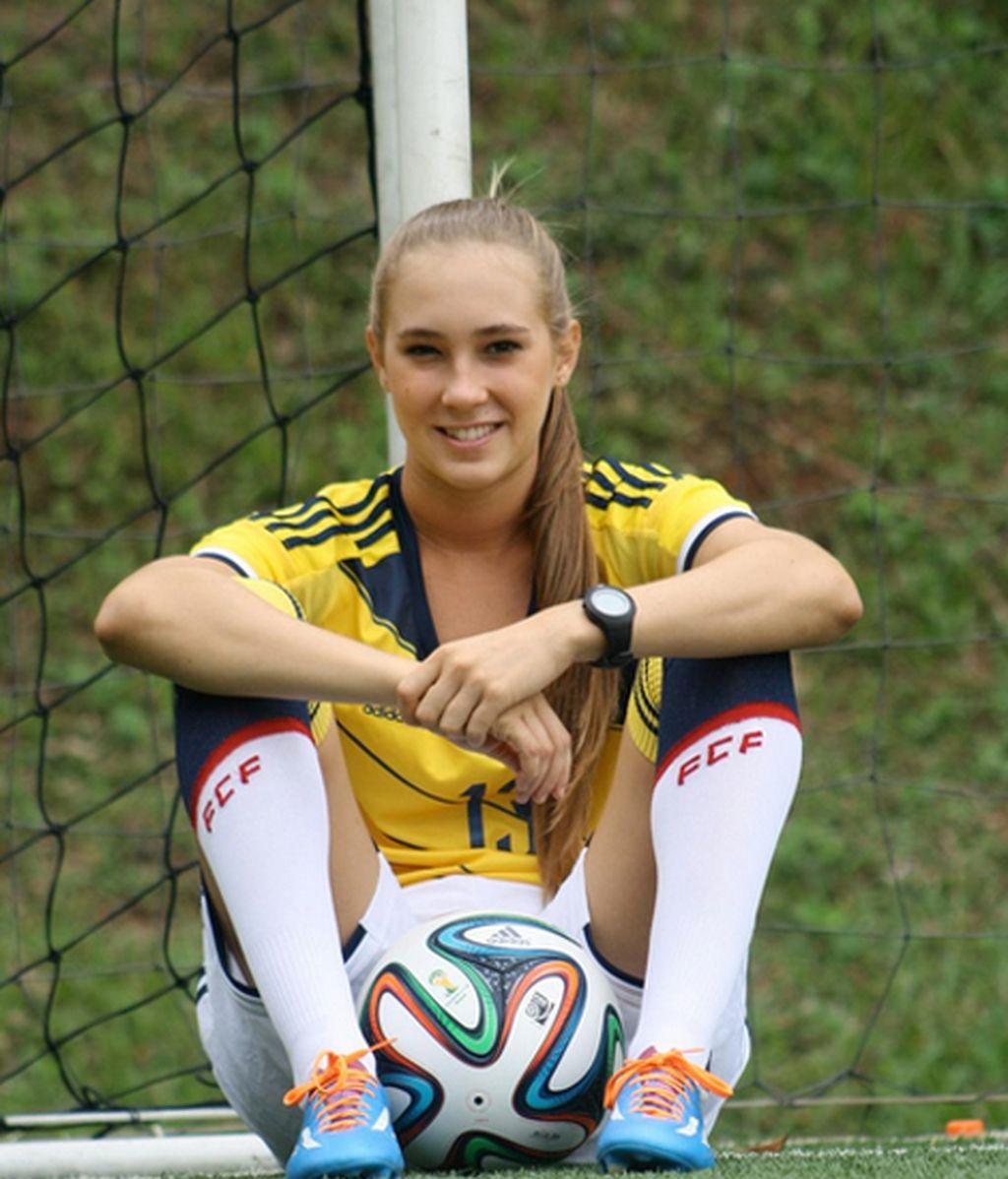 El perfil de la futbolista en Twitter es una colección de sonrisas, estilo y mucho fútbol