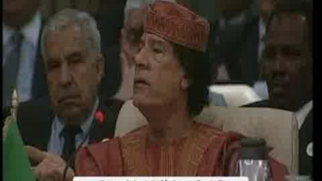 Reaparece Gadafi con insólitas declaraciones