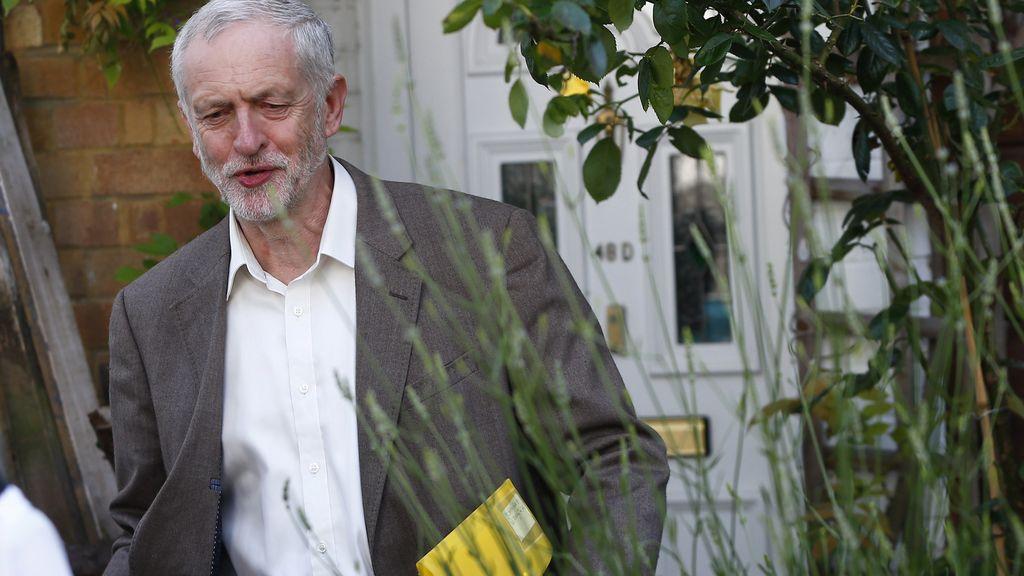 Corbyn descarta dimitir y reta a los rebeldes a una guerra por el liderazgo laborista