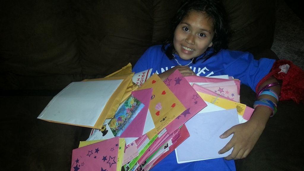 Una niña enferma le pidió a sus padres recibir una carta y ya ha recibido más 850