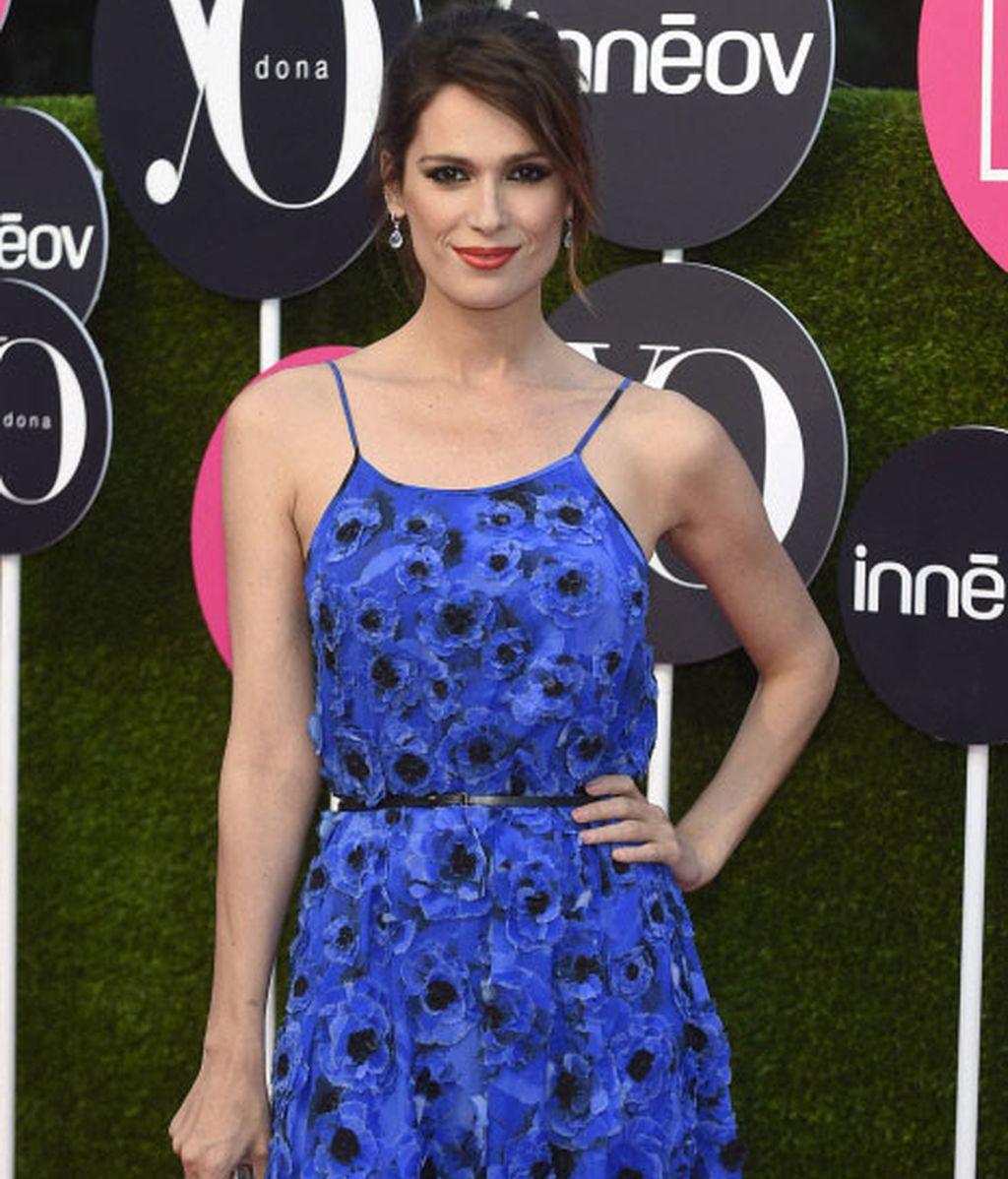 La floresno podían faltar en el vestido azul que lució Mar Flores