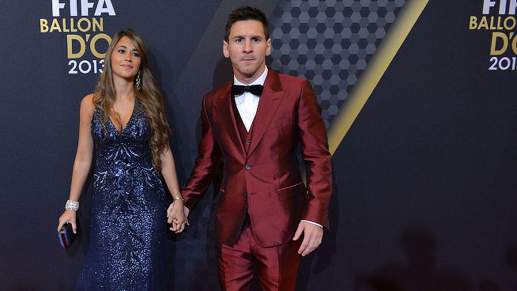 Messi y su traje color 'vino tinto'