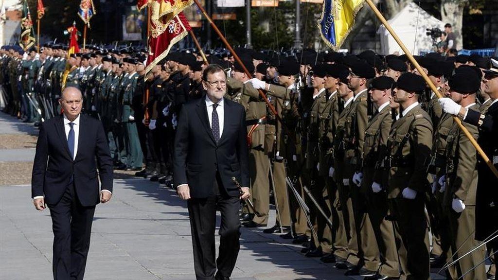 El presidente del Gobierno, Mariano Rajoy, y el ministro del Interior, Jorge Fernández