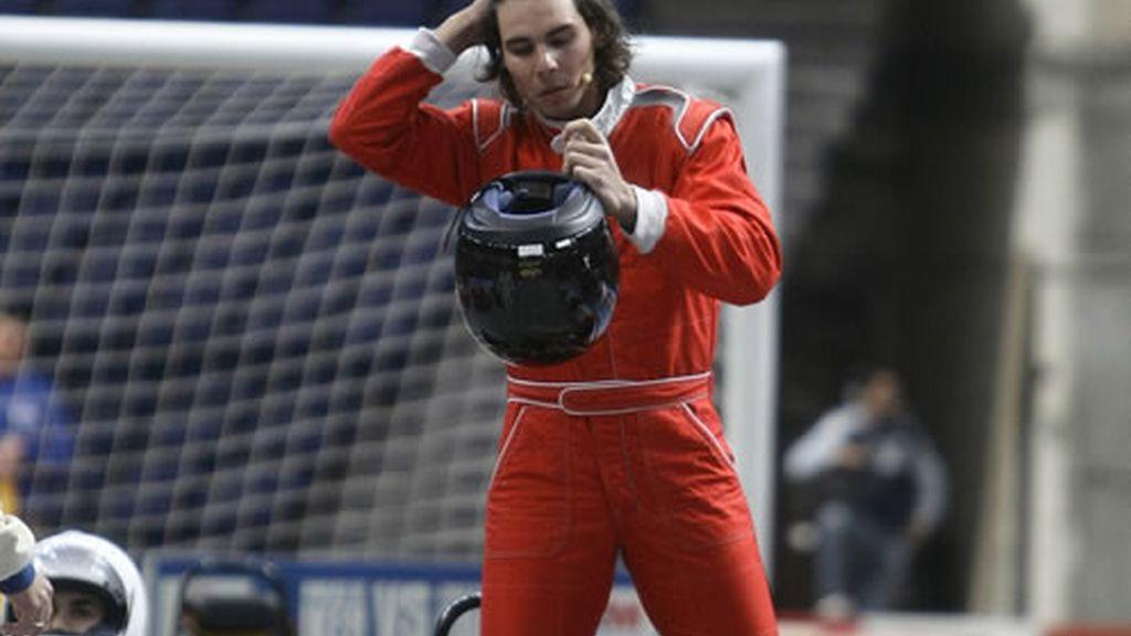 Rafa Nadal se dispone a montarse en su kart para la carrera
