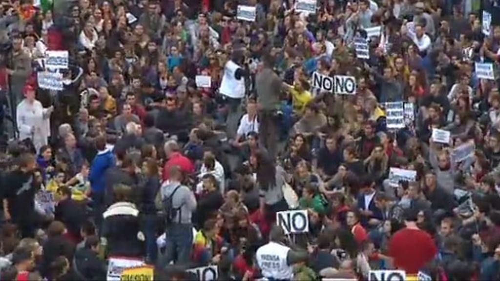 Cientos de personas secundan la segunda jornada de protesta en Neptuno