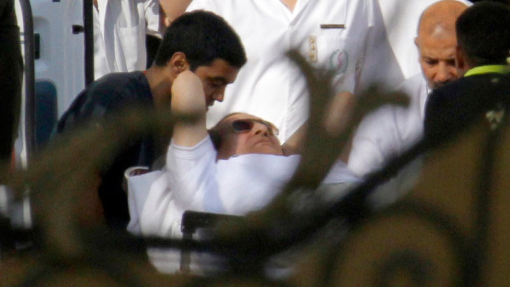 Mubarak abandona la prisión de Torá