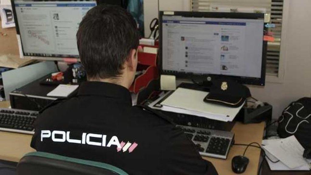 Un policía rastrea copias ilegales en Internet