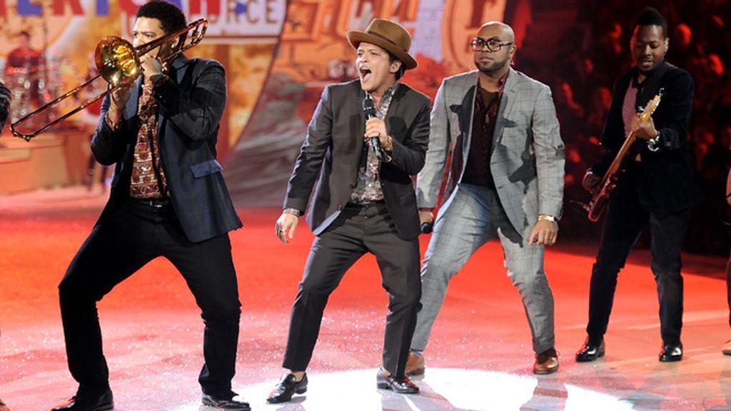 Bruno Mars puso el broche final a la gala