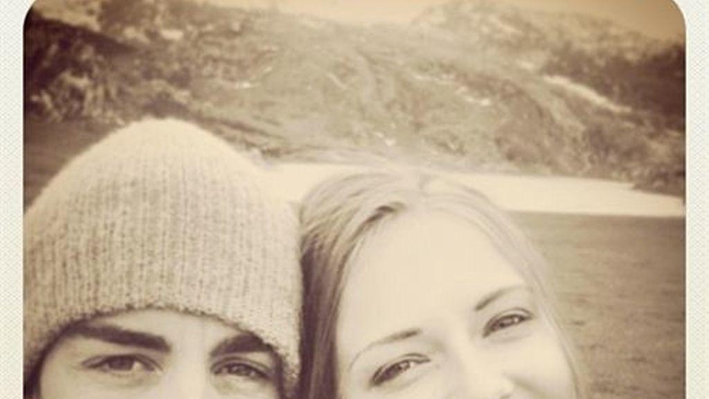 Fernando Alonso y Dasha Kapustina derrochan amor en Asturias