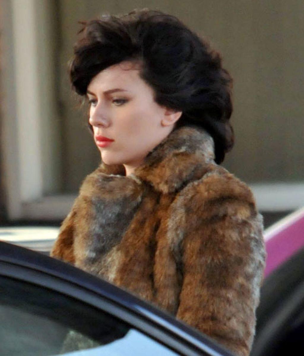 Scarlett se vuelve a cambiar al moreno