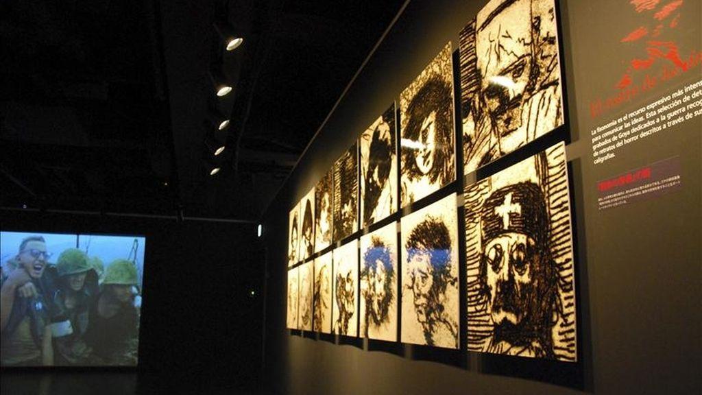 Más de 80 grabados de Francisco de Goya muestran desde hoy en Tokio la visión periodística del maestro español, en una exposición que confronta la obra del pintor con centenares de fotografías de guerra. EFE