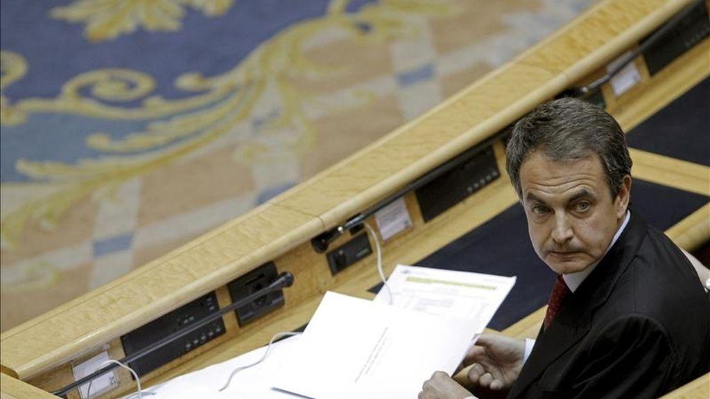 El presidente del Gobierno, José Luis Rodríguez Zapatero, durante la sesión de control al Gobierno,  en el Senado. EFE/Archivo