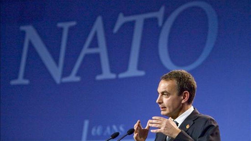 El presidente del Gobierno, José Luis Rodríguez Zapatero, durante la rueda de prensa ofrecida tras concluir la Cumbre de la OTAN celebrada en Estrasburgo. EFE