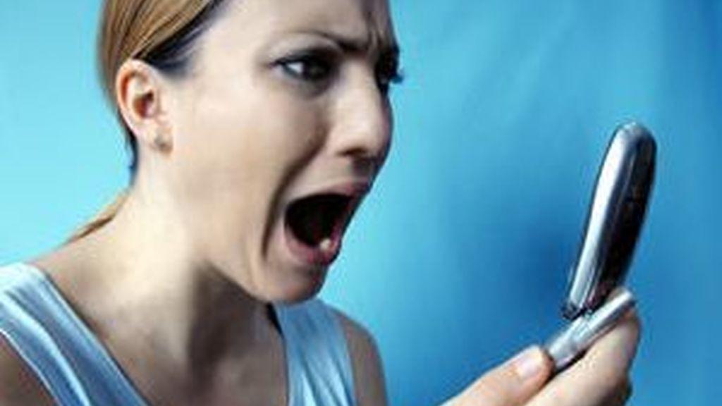 Las 11 operadoras de móviles suspenden en el servicio de atención al cliente. Datos incorrectos, lentitud en el servicio, según la OCU