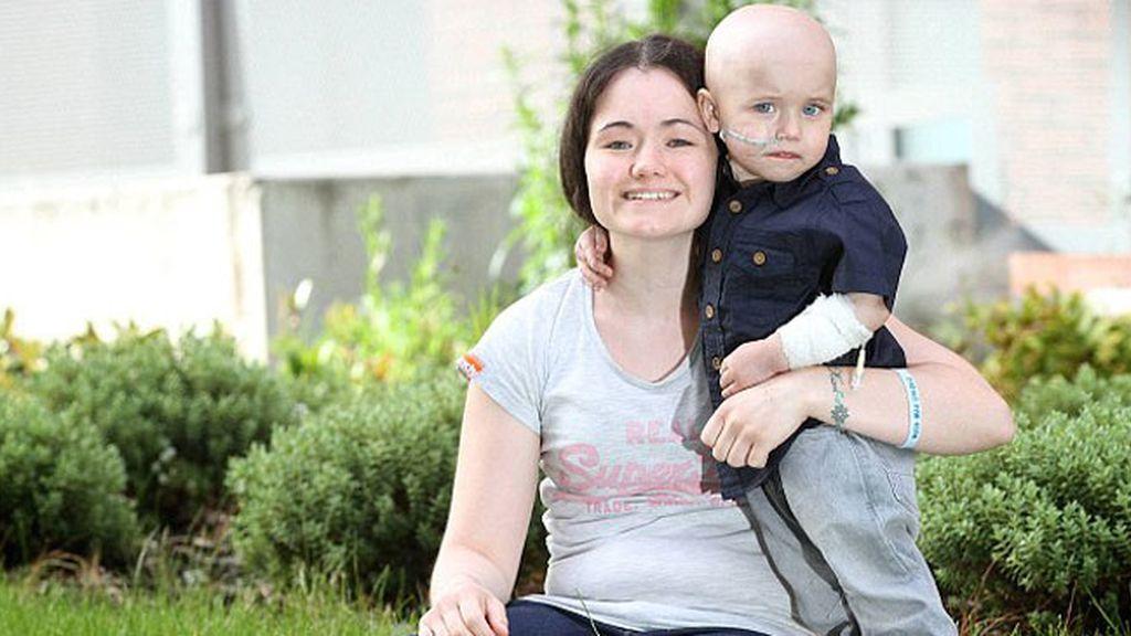 Un niño supera los 27 tumores que invadían su cuerpo