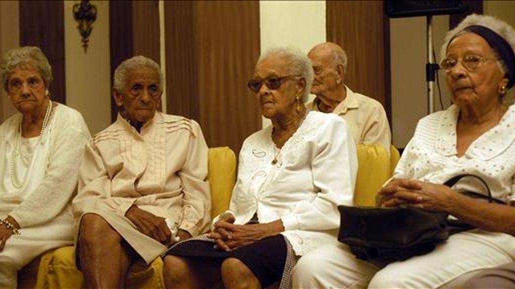 De cada 100 personas que llegan ahora a cumplir 65 años, 68 tienen posibilidades de superar los 80 años de vida. EFE/Archivo