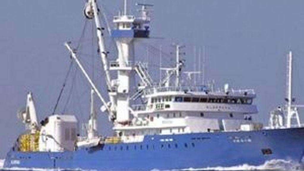 Un atunero vasco escapa de un ataque de piratas en el Índico. Vídeo: Atlas.