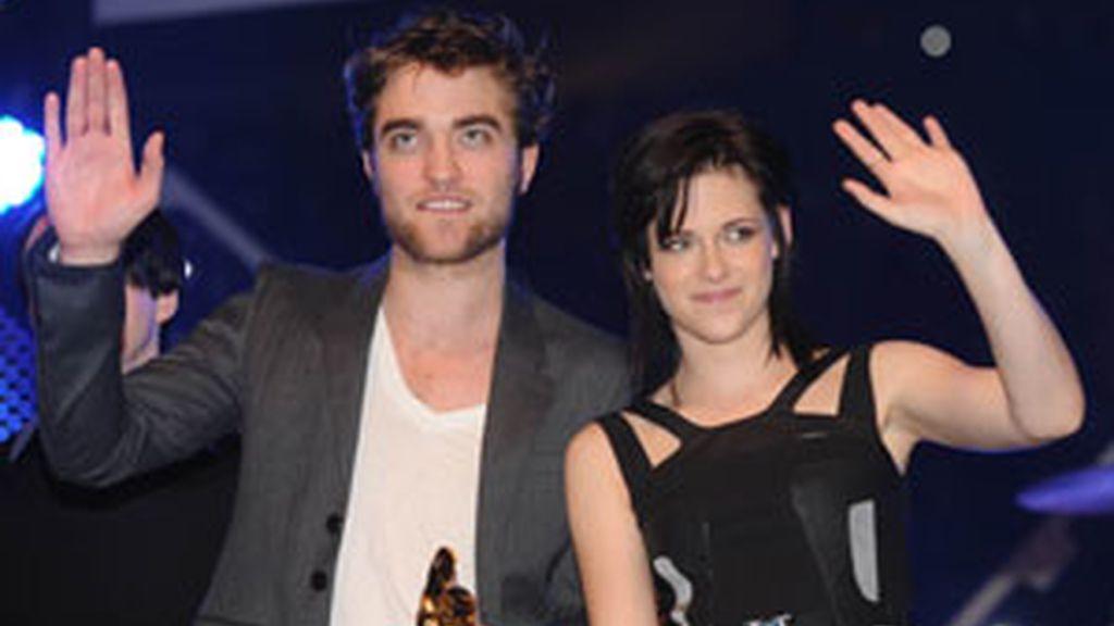 Robert Pattinson y Kristen Stewart durante la promición de 'Luna nueva' FOTO: GTRES
