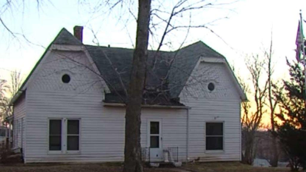 La vivienda familiar donde un niño de cinco años ha matado de un disparo accidental a su hermano de nueve meses