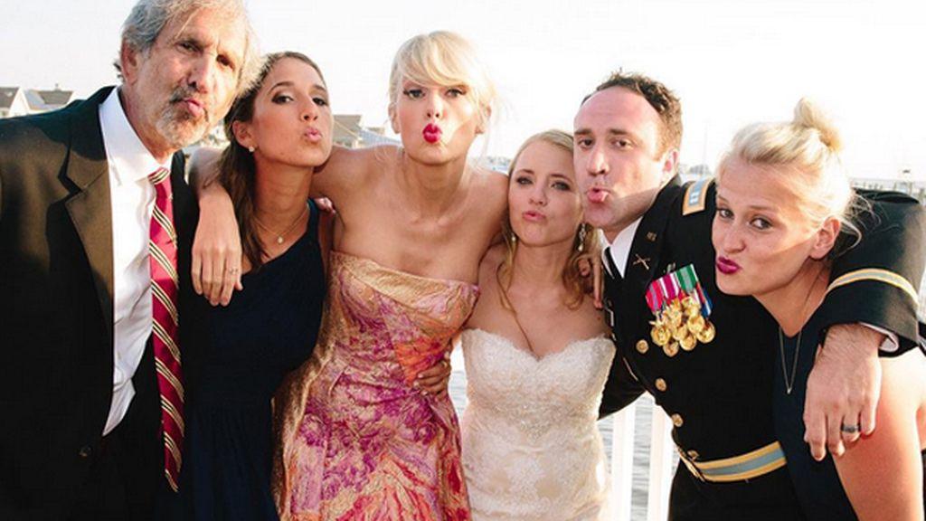 Taylor Swift sorprende a un fan 'colándose' en su boda
