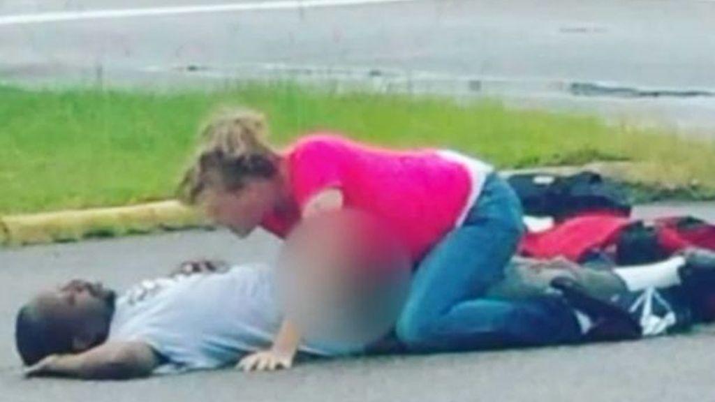 Detenida por tener sexo en un parking con su novio inconsciente