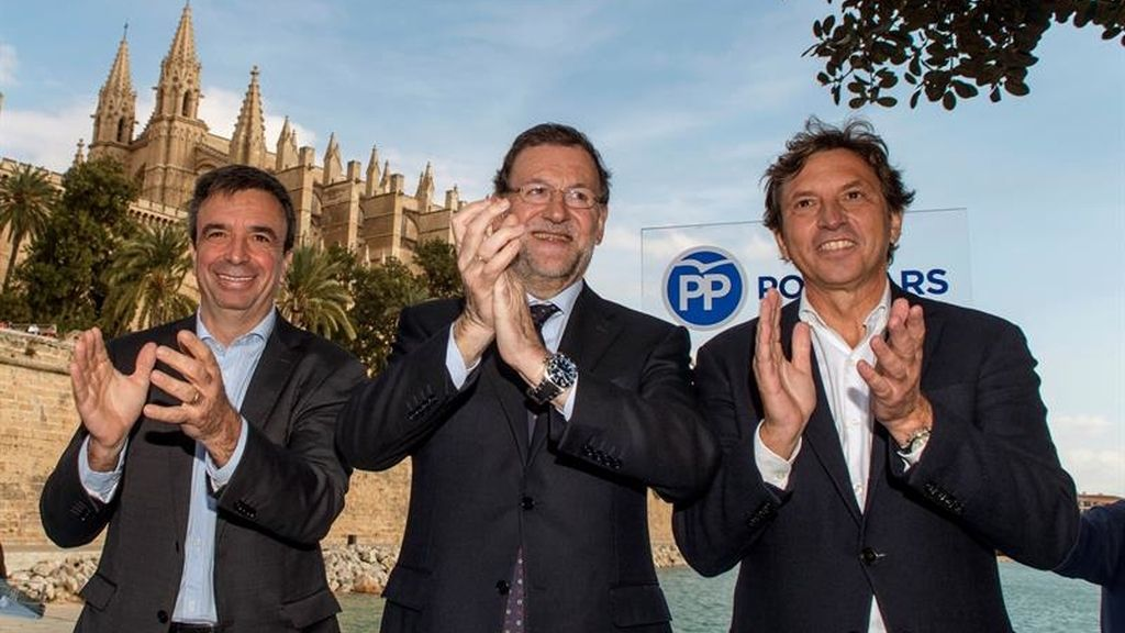 Mariano Rajoy, presidente del Gobierno, con miembros del PP de Baleares, Mateo Isern y Miquel Vidal