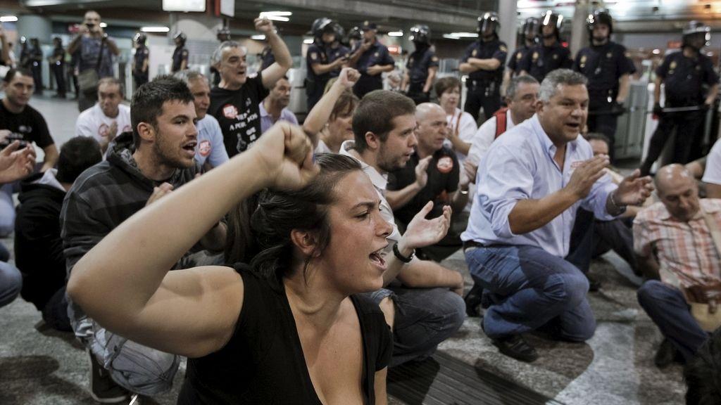 Protesta en la estación de Atocha durante la huelga de Renfe