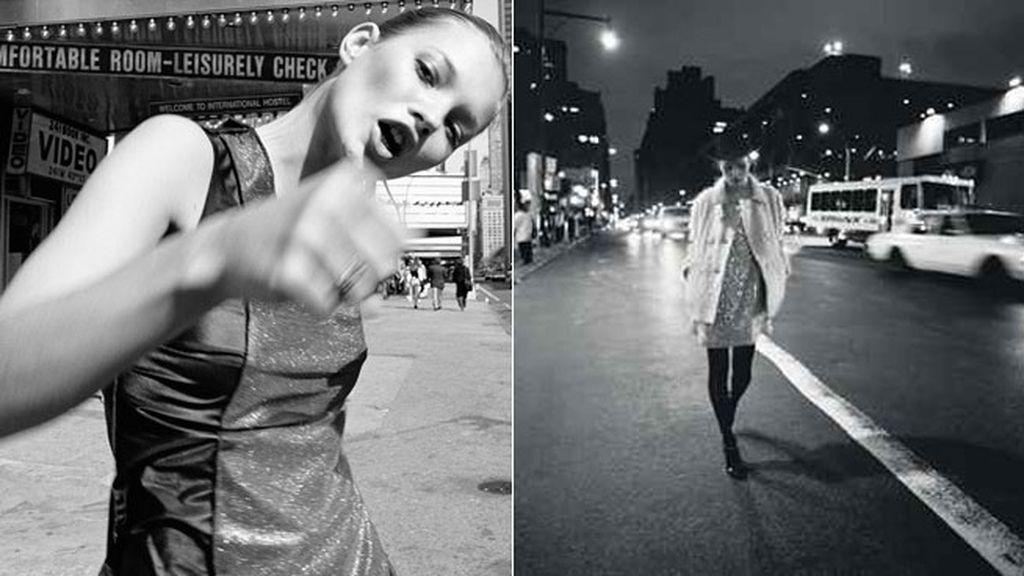 Kate Moss paseando por las calles de Nueva York mientras Glen Luchford inmortalizaba el momento para la revista Harper's Bazaar en 1994